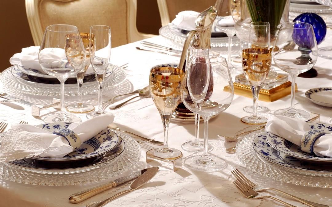 Como arrumar a mesa de jantar perfeita